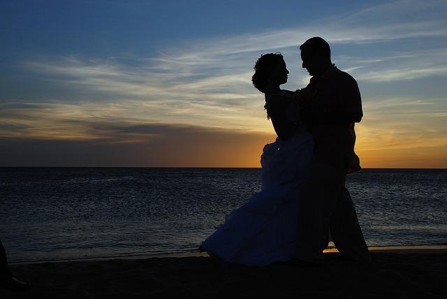 couple-1427863_640